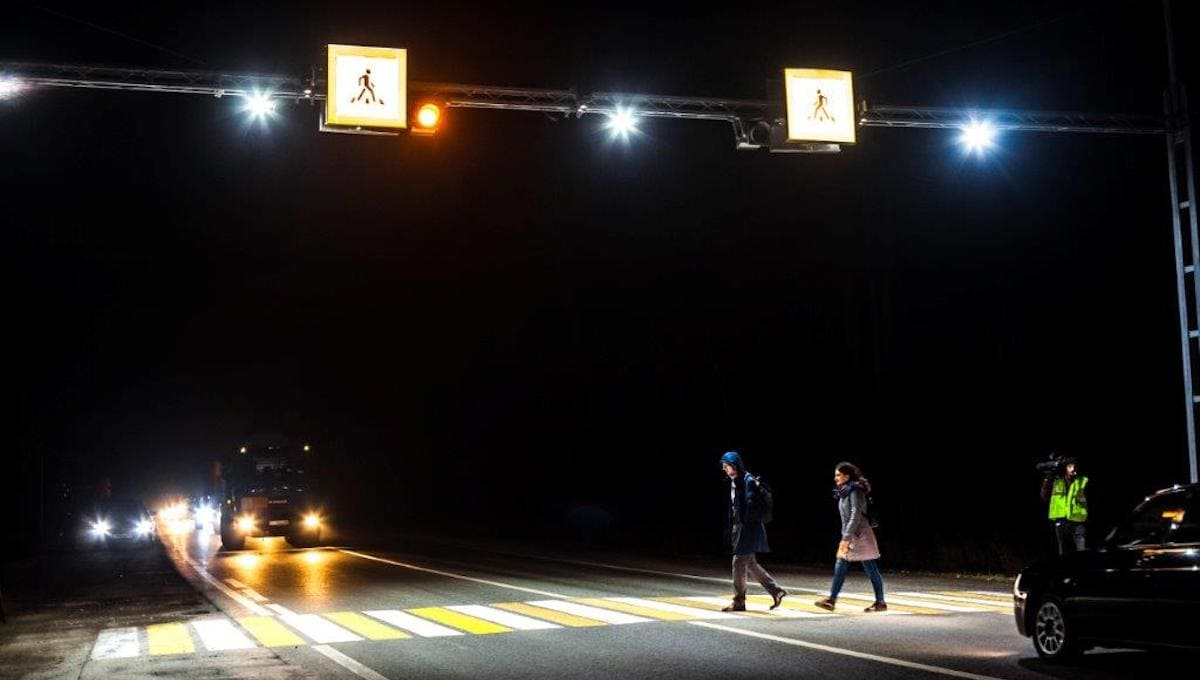 На улице Серпухова появилась виртуальная «зебра»