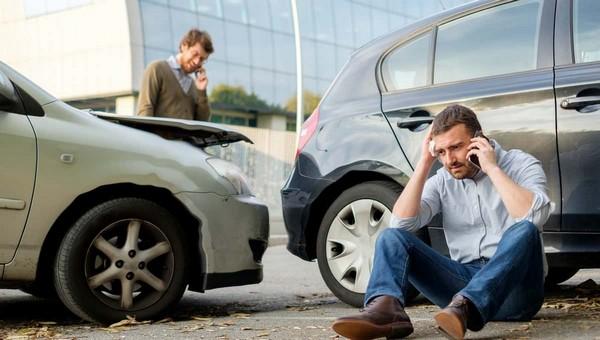 Кто из мужчин чаще попадает в автомобильные аварии?