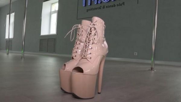 В России открылась первая школа танцев на пилоне для мусульманок
