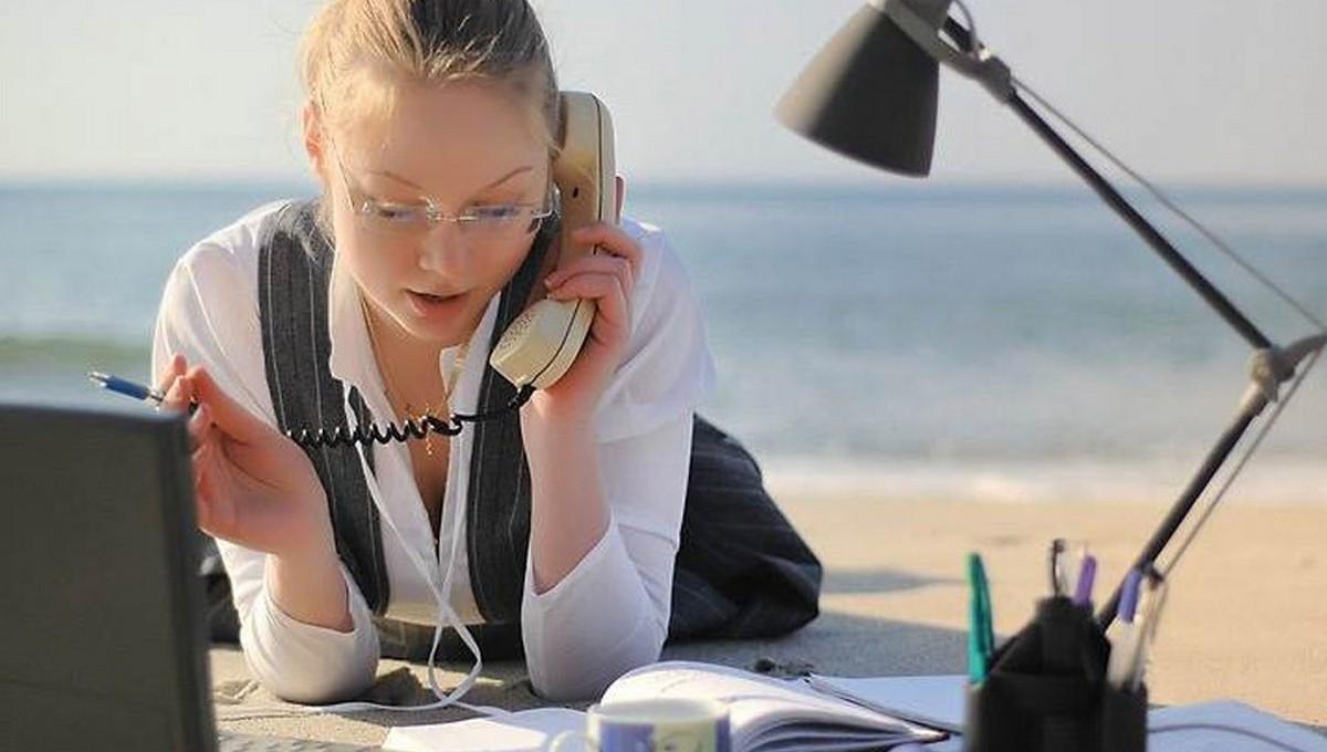 Четверть россиян выходит на работу во время отпуска