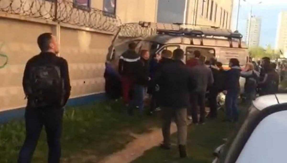 Машина МЧС протаранила толпу в Подмосковье
