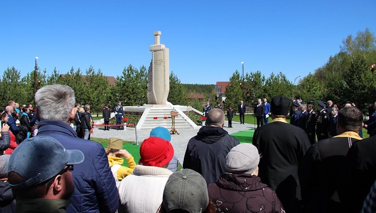 На деньги элиты в Заокском районе построили монумент