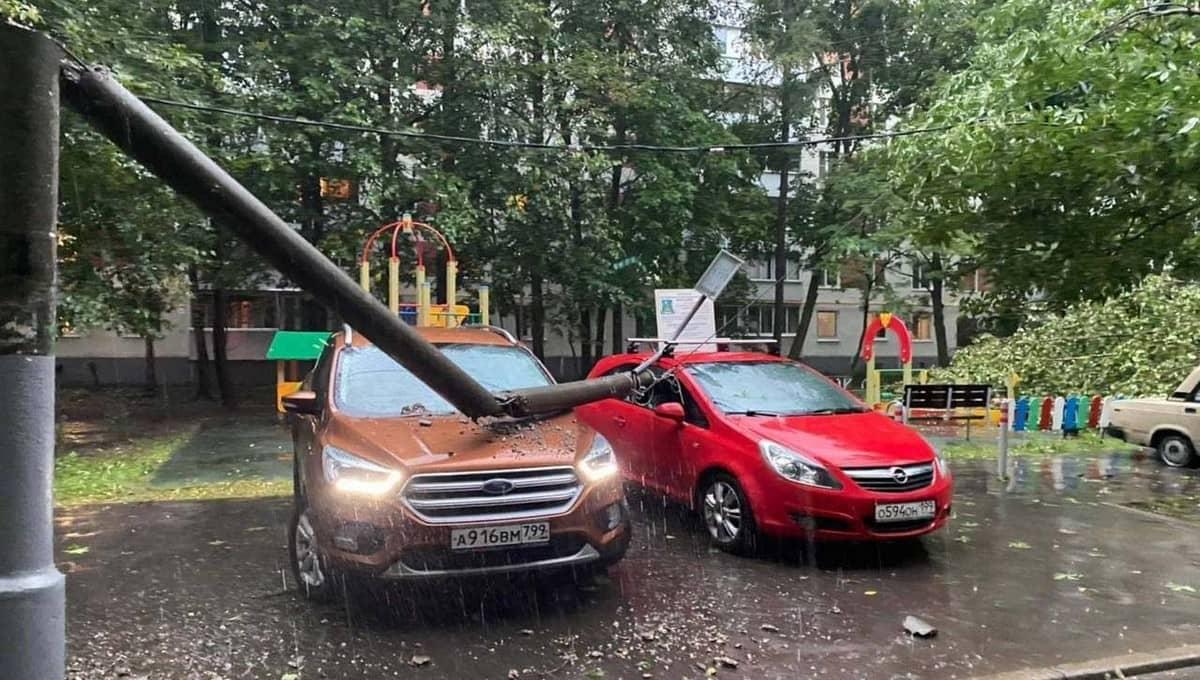Ураган прошел через Подмосковье и ударил по Москве