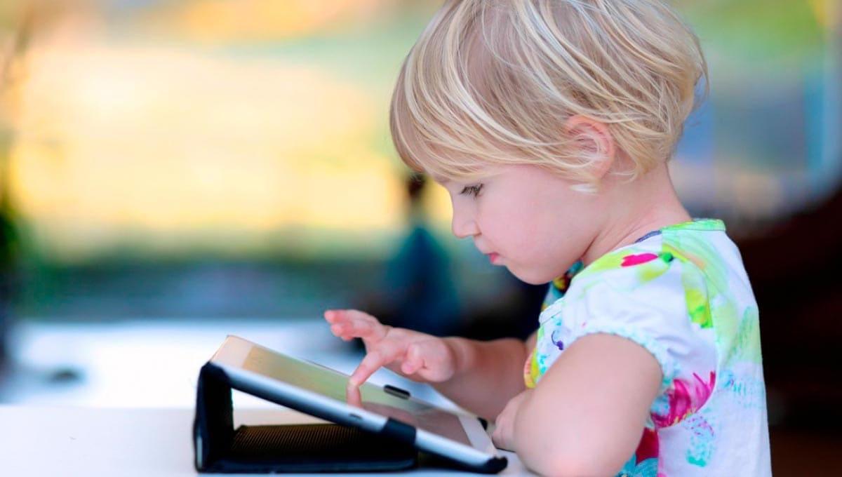 Треть родителей не контролируют «общение» отпрысков с «бесовскими дощечками»