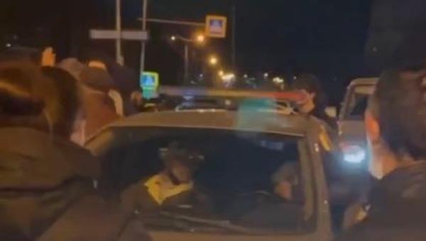 Горцы пыталась устроить самосуд над полицейским на Урале
