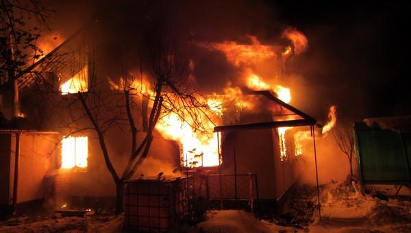 В Серпухове минувшей ночью сгорел еще один частный дом