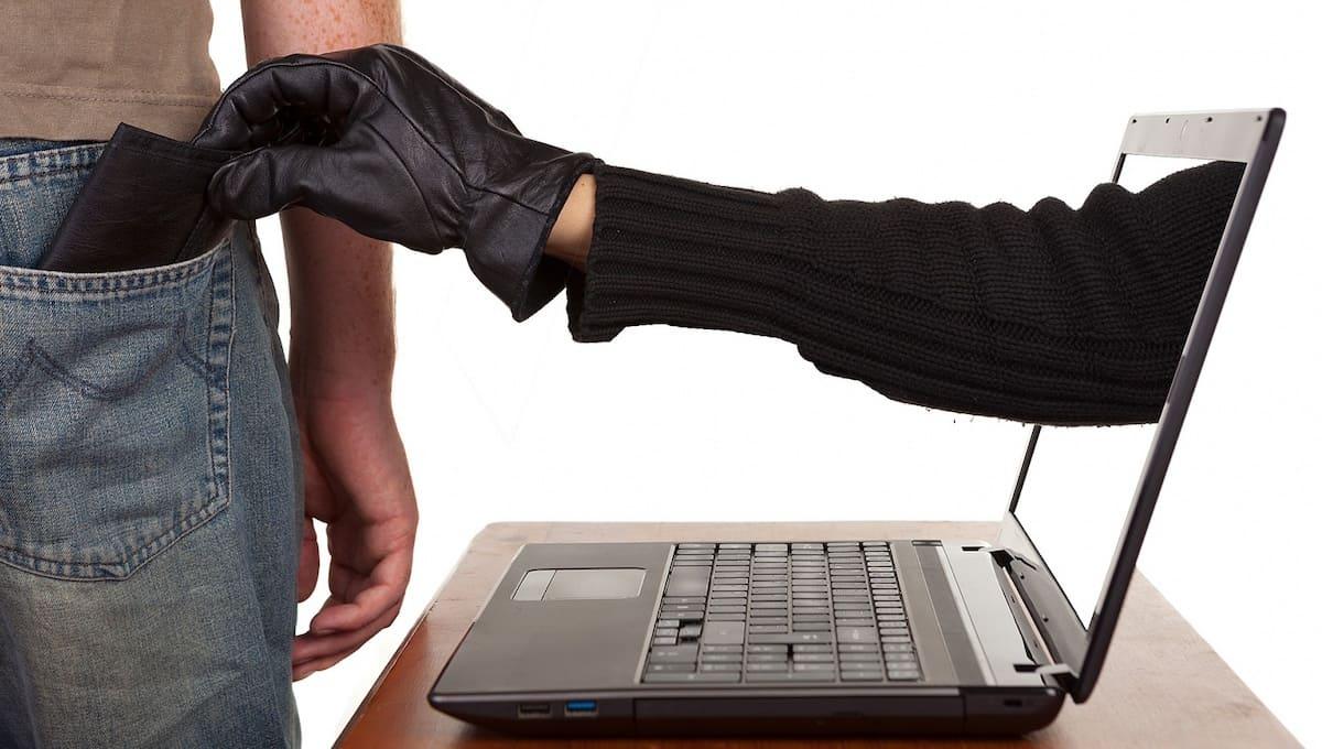Житель Кремёнок лишился полумиллиона, пытаясь купить машину через интернет