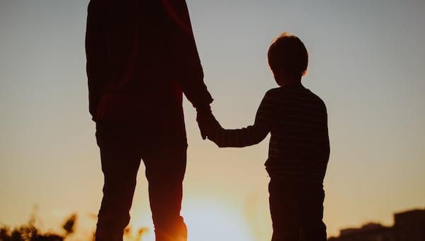 Как получить деньги на детей родителям-одиночкам?
