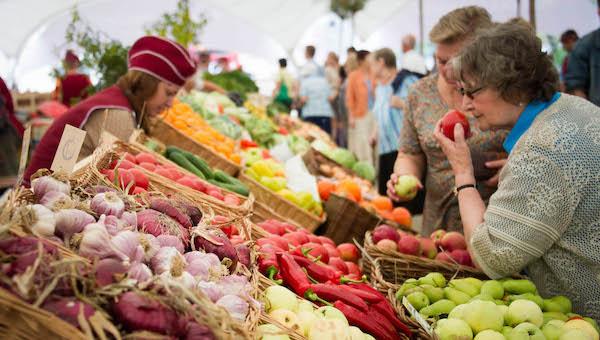 Сколько стоят овощи и фрукты на рынках Белоруссии?