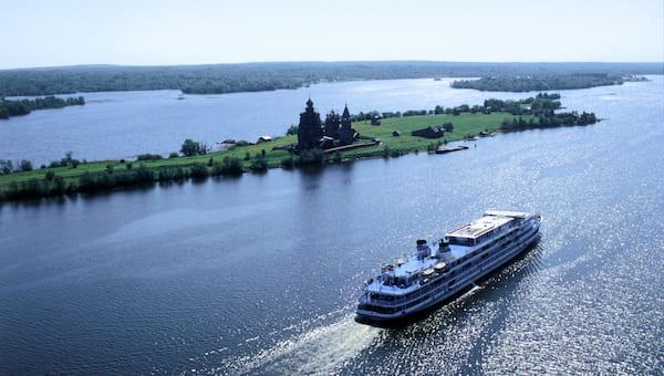 Жителям России посоветовали в этом году не планировать отпуска за границей