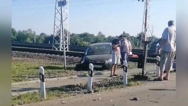 В стельку пьяный водитель устроил ДТП прямо на ж/д переезде