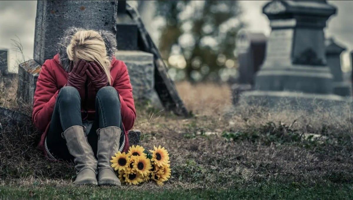 Девушка раскопала могилу своего парня, чтобы исполнить его волю