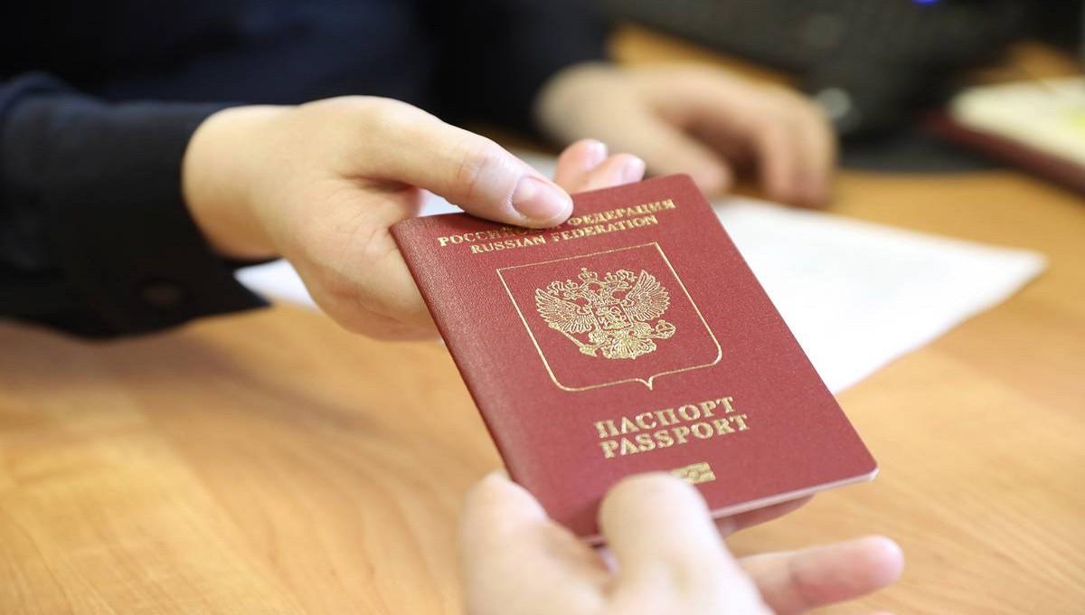 Миллионы россиян могут лишиться загранпаспортов