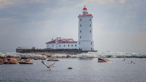 В России ищут смотрителя маяка для жизни на острове в Балтийском море