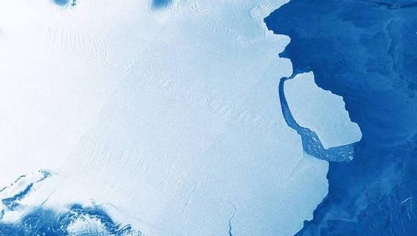 Айсберг размером с Истру откололся от Антарктиды