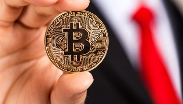 Биткоин бьет рекорды и повышает интерес к инвестициям в криптовалюту