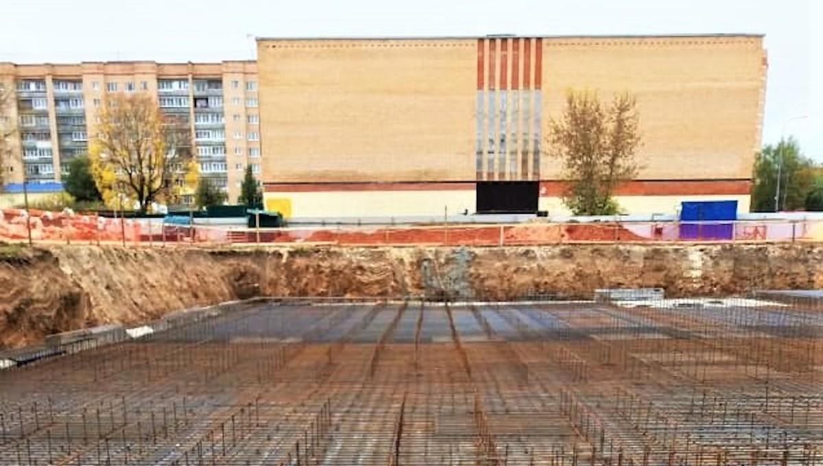 Строители залили фундамент под новый детсад в Серпухове