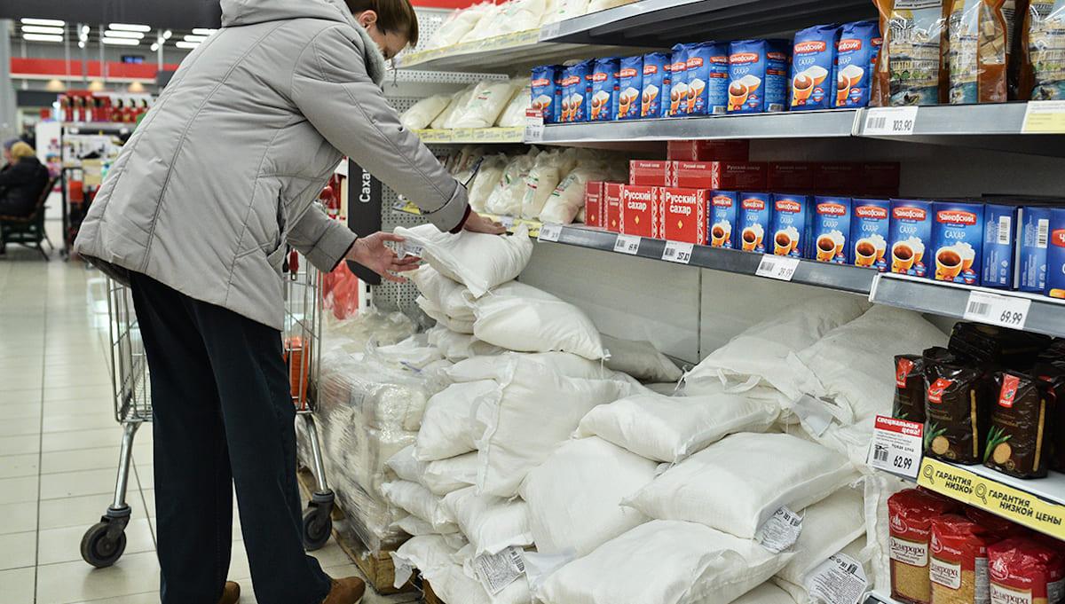 В магазинах Подмосковья сахара осталось на пару недель