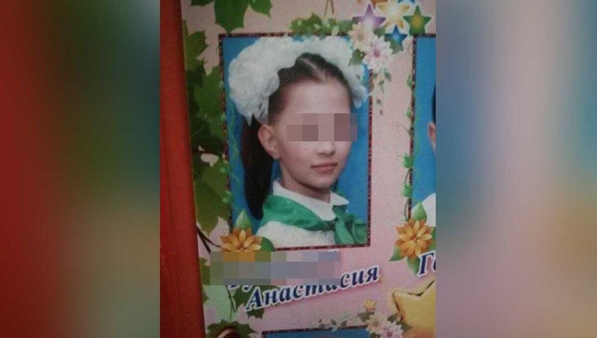 Маленькую девочку искали всем миром и нашли мертвой в лесу