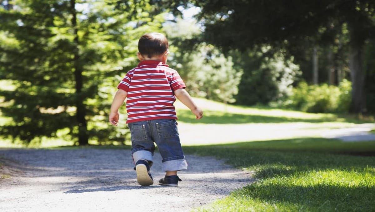 Двухлетний малыш сбежал из дома босиком