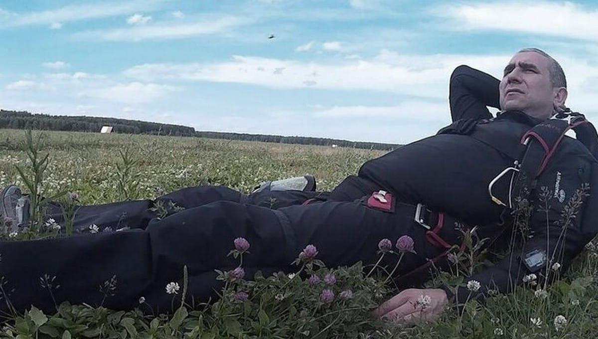 Мастер спорта разбился при прыжке с парашютом