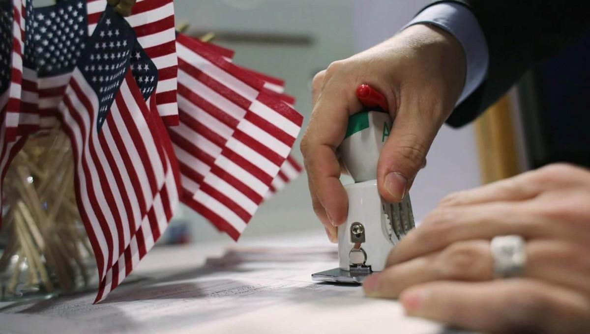США перестает выдавать визы россиянам. Что делать дальше?