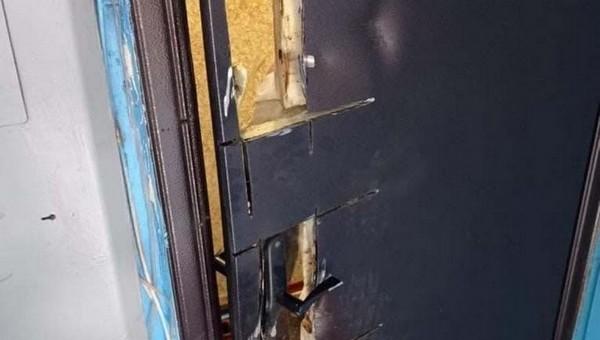 ОМОН ошибся квартирой и выломал не ту дверь для обыска
