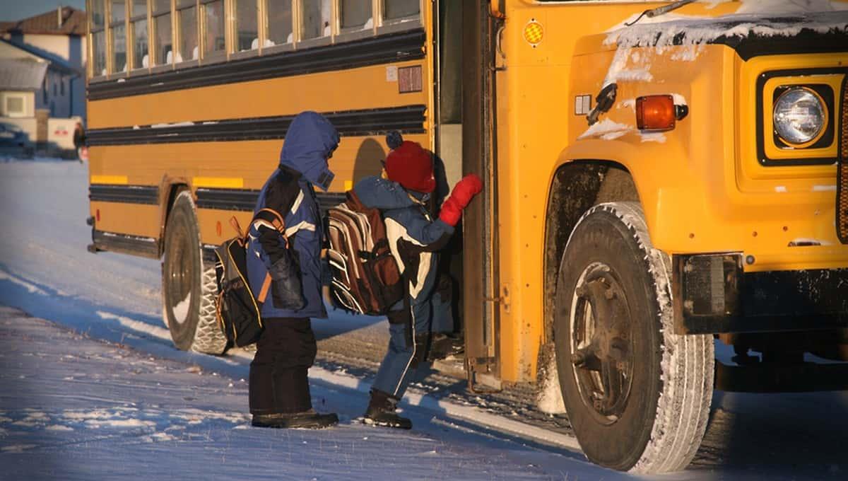 Перевозчиков будут штрафовать за высадку детей из транспорта