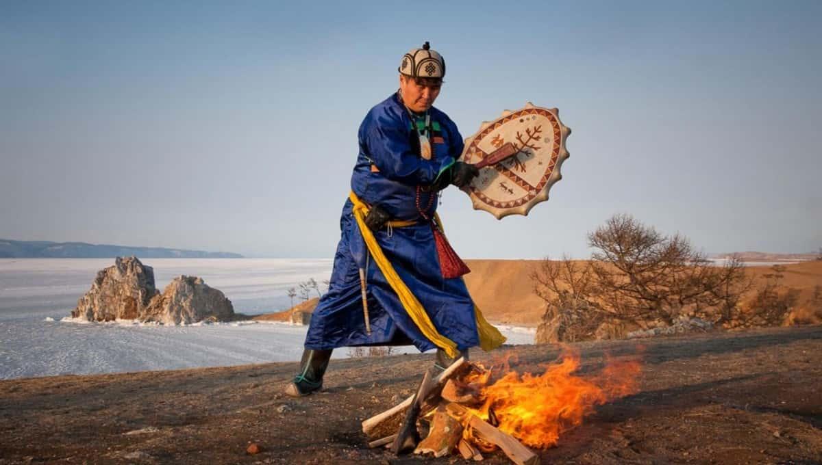 В России ищут помощника шамана. Платить обещают шкурками белок и удушенными енотами