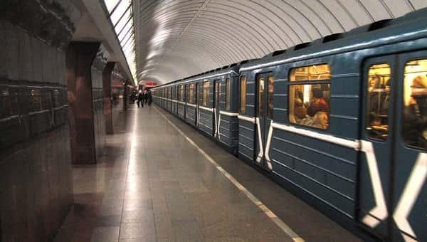 Подросток обманом устроился на работу в метро и пробыл на стажировке шесть часов