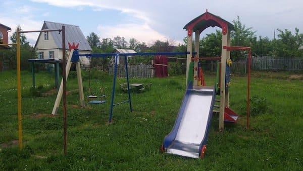 Жители Пущино-на-Наре возмущены детской площадкой «второй свежести»