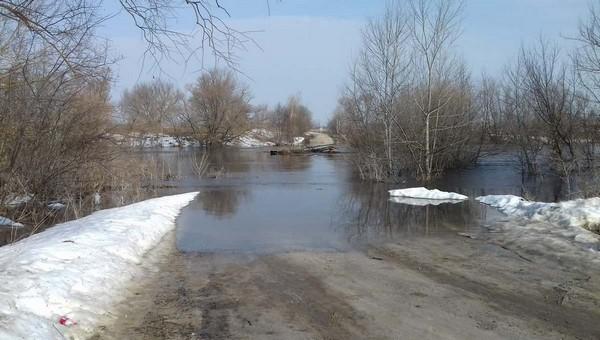 «Наш мост, наша дорога и... жопа!» Разлив отрезал несколько деревень от цивилизации