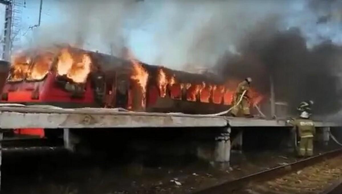 В Калужской области прямо на платформе загорелась электричка
