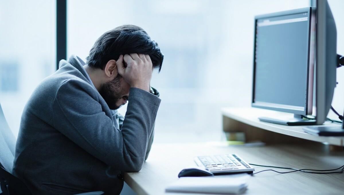 Каждый десятый мужчина подвергается домогательствам на работе