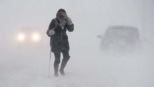 Женщина замерзла насмерть по пути от такси до подъезда