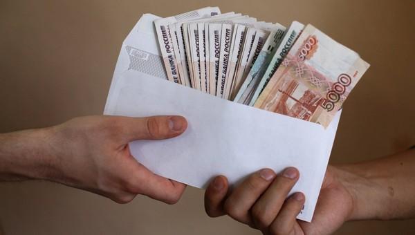 Больше трети россиян готовы трудиться за «черную зарплату»