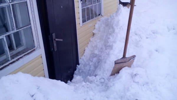 Житель Протвино спас мать из снежного плена... дистанционно