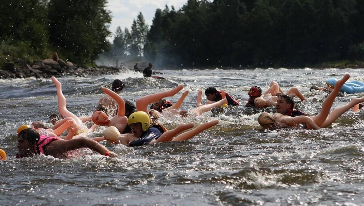В России пройдет заплыв на надувных женщинах
