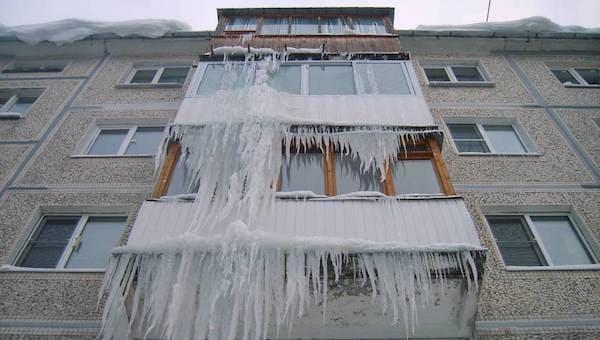 Если на крыше или на балконе появились сосульки