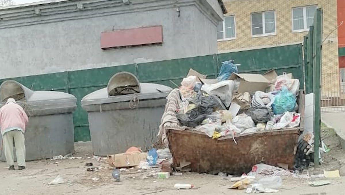Детсад в Серпухове заносит мусором