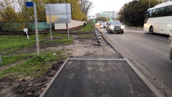 Тротуар на Борисовском шоссе получился каким-то недоработанным