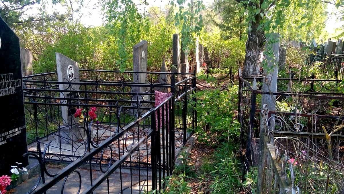 На кладбище в Серпухове разгулялись вандалы