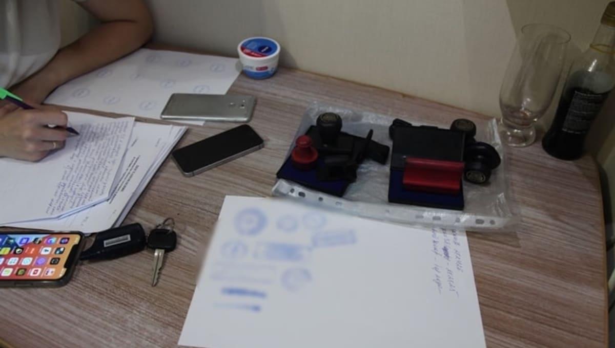 Полиция задержала «закладчика» с... фальшивыми COVID-тестами