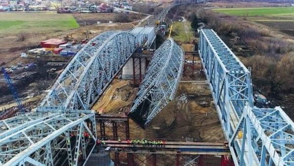 На железнодорожном мосту через Оку завершили ремонт пути от Серпухова на Тулу
