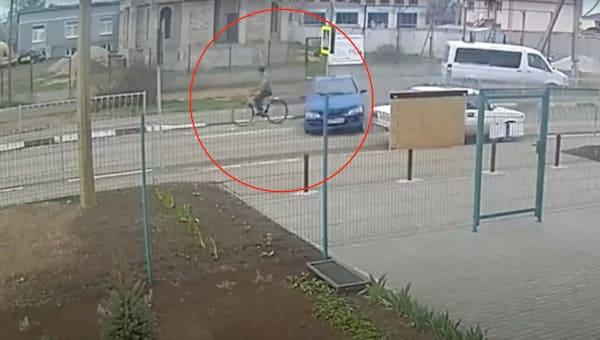 12-летний мальчик на папиной машине снес пенсионера-велосипедиста