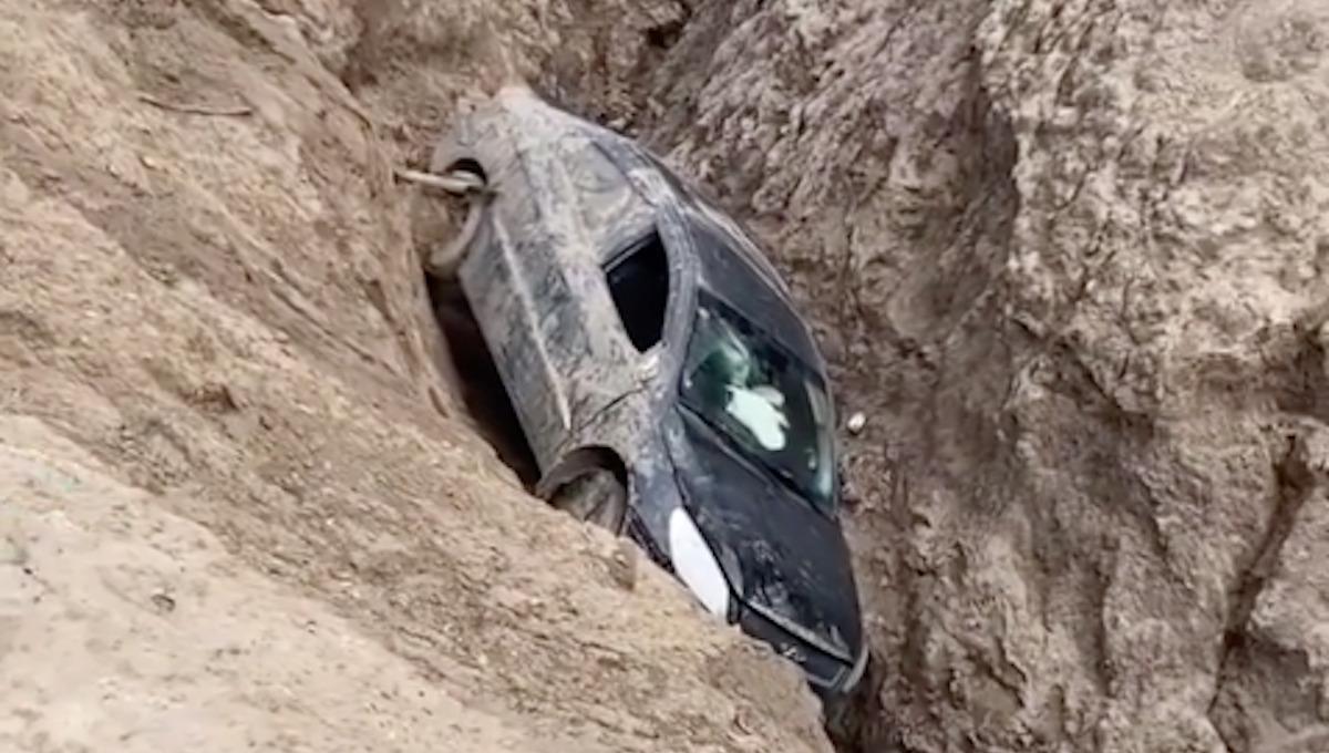В Кондуках иномарка рухнула в ущелье