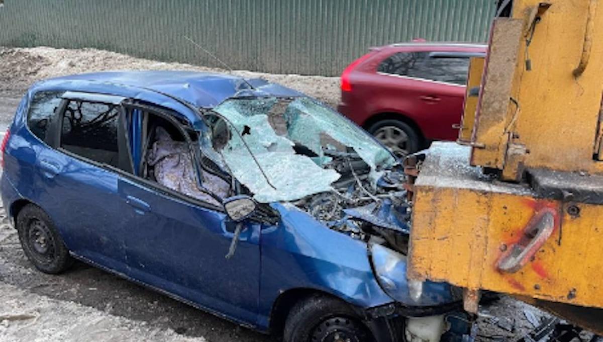 Водитель легковушки погиб, столкнувшись со снегоуборщиком