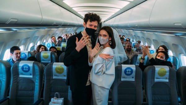 В России заключили первый брак на небесах