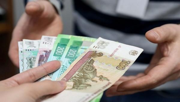 По уровню минимальной зарплаты Россия может обогнать Украину