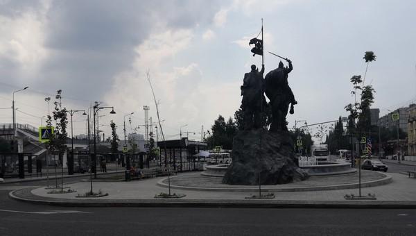 Привокзальная площадь Серпухова утыкана «трупиками»
